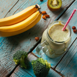 BROCCOLI & BANANA SMOOTHIE